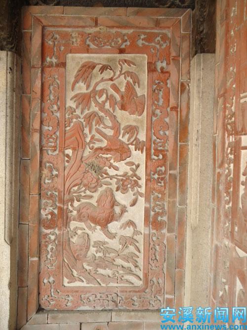 堂内各种木雕构件古朴精巧