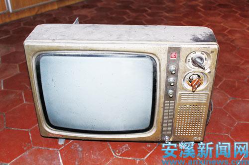 老式电视机有一个大大的屁股